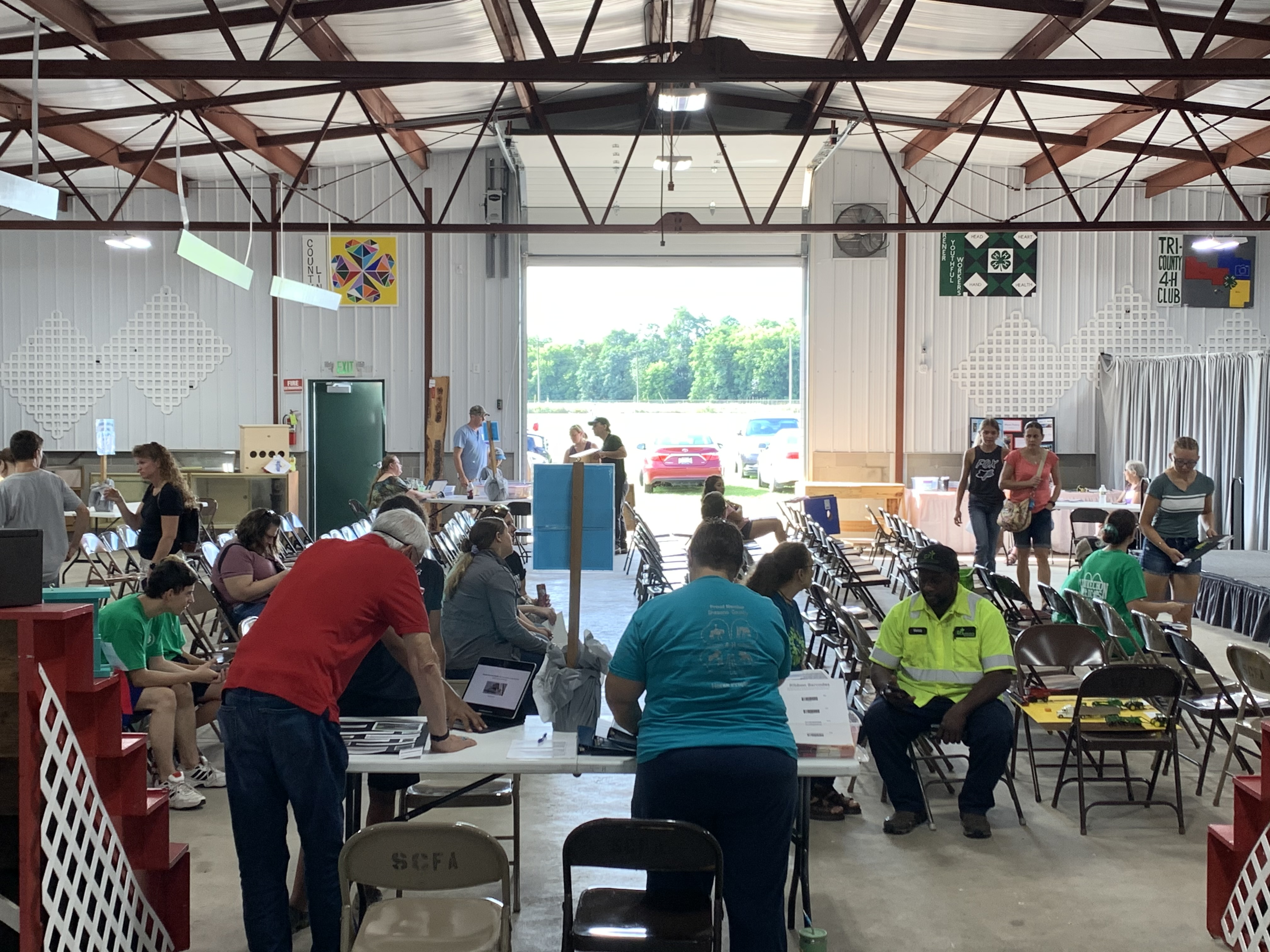 Dozens of visitors pack the Shawano Fairgrounds' 4-H barn Aug. 28 to have their art judged or to observe the different pieces.(Luke Reimer   NEW Media)